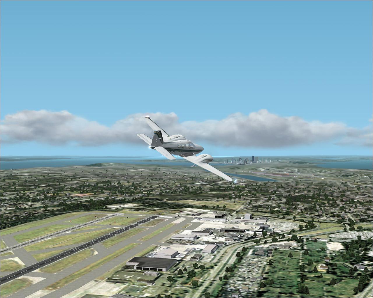 der zivilen Flugsimulationen empfehle ich den Flight Simulator 2002